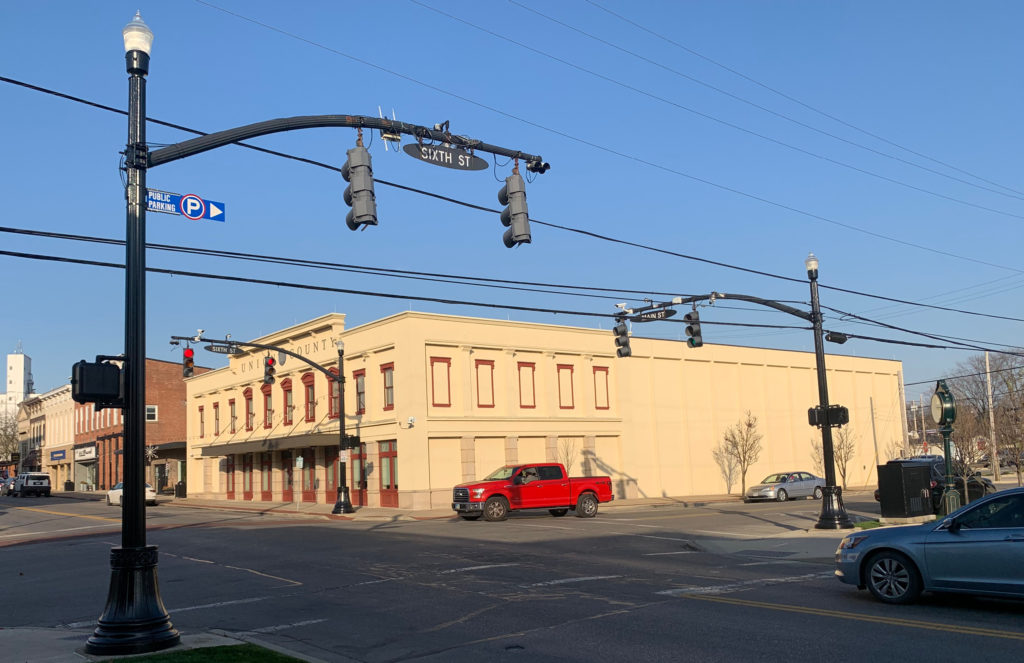 Sixth St, Marysville, OH—Red-light intersection